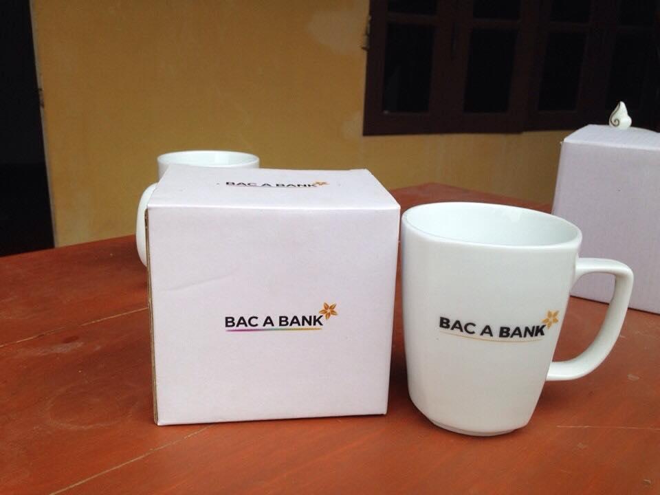 Ly sứ Bát Tràng in logo làm quà tặng – Ý tưởng marketing mới lạ của doanh nghiệp